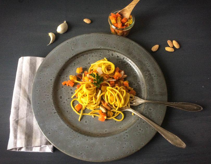 Safran-Spaghetti mit Möhren-Estragon-Sugo