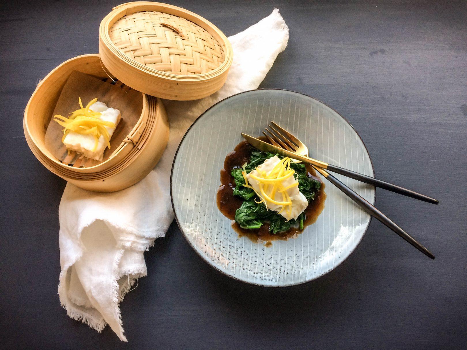 Gedämpfter Skrei mit Spinat, Zitrone und Sojasauce