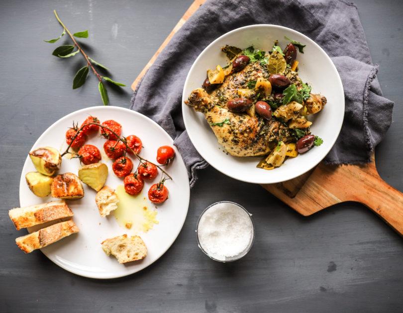 Hähnchenschenkel nach kretischer Art mit Zitrone und Oliven