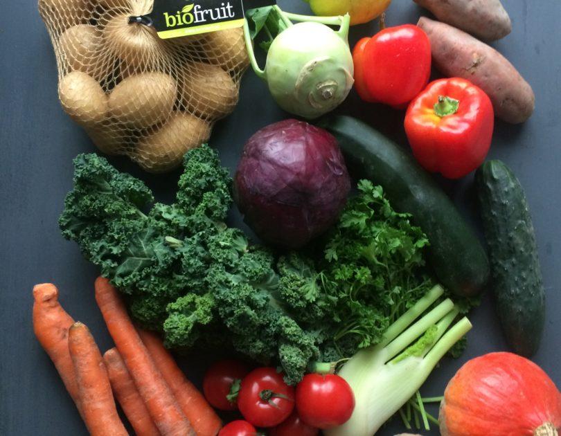Etepetete Bio-Kiste mit krummem Obst und Gemüse