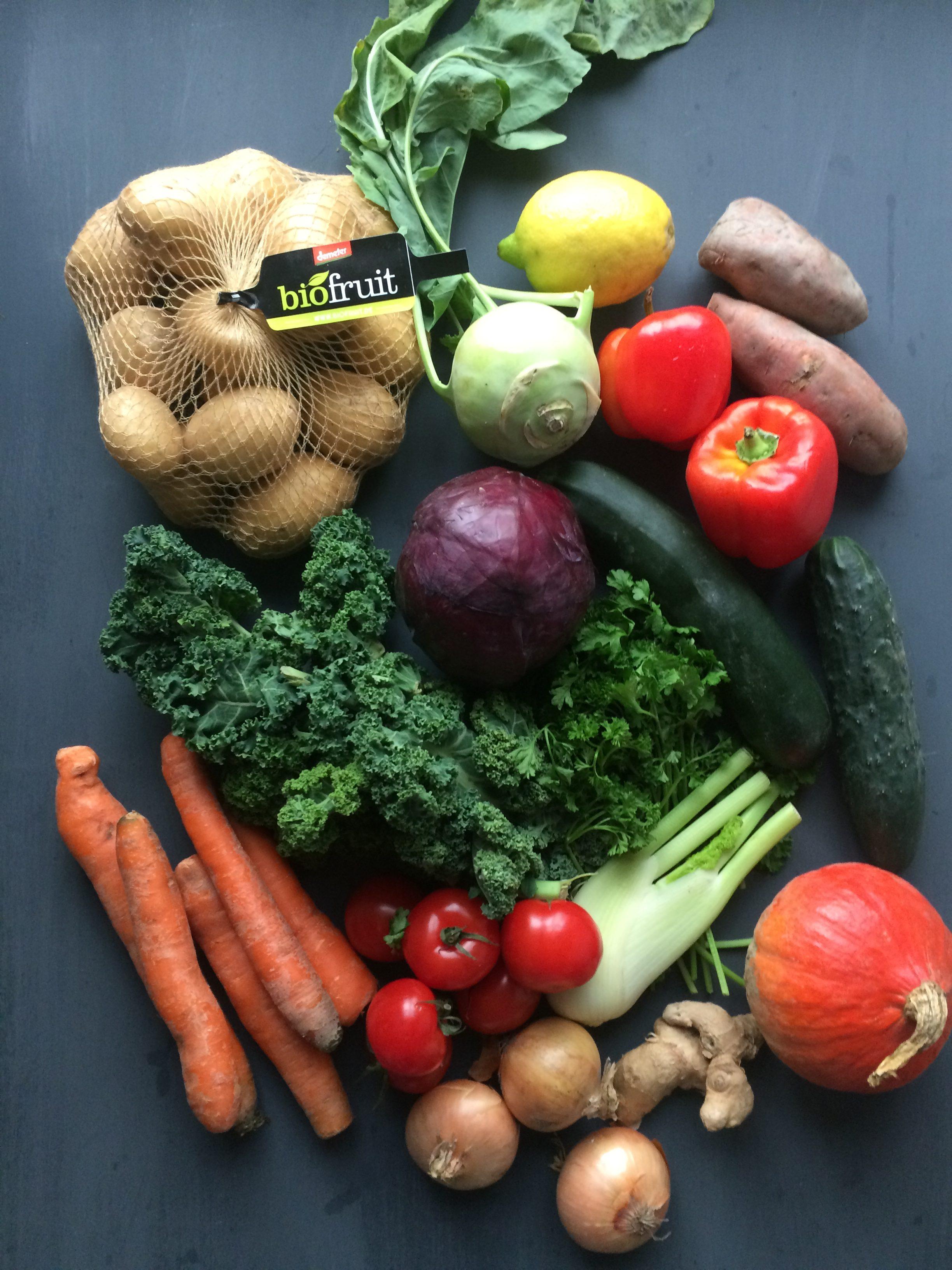 82a7f58e6d Etepetete Bio-Kiste mit krummem Obst und Gemüse - Frau Werft